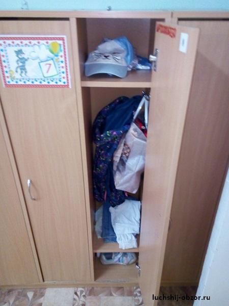 одежда в шкафчике детского сада